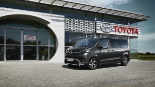toyota-proace-verso-2016-exterior-tme-004-a-full tcm-3046-697786